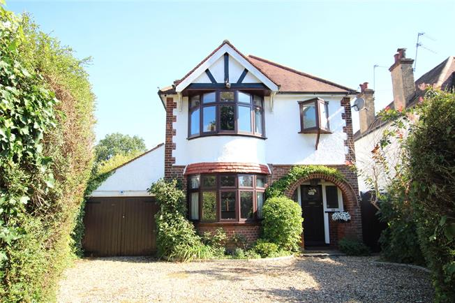Guide Price £925,000, 3 Bedroom Detached House For Sale in St. Albans, AL3