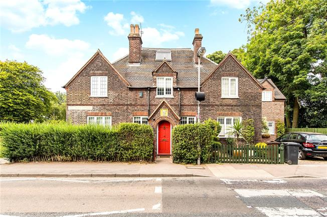 Guide Price £550,000, 3 Bedroom Terraced House For Sale in St. Albans, AL1