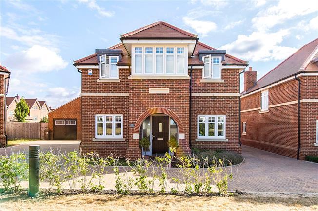 Guide Price £1,100,000, 4 Bedroom Detached House For Sale in St. Albans, Hertfordshire, AL3