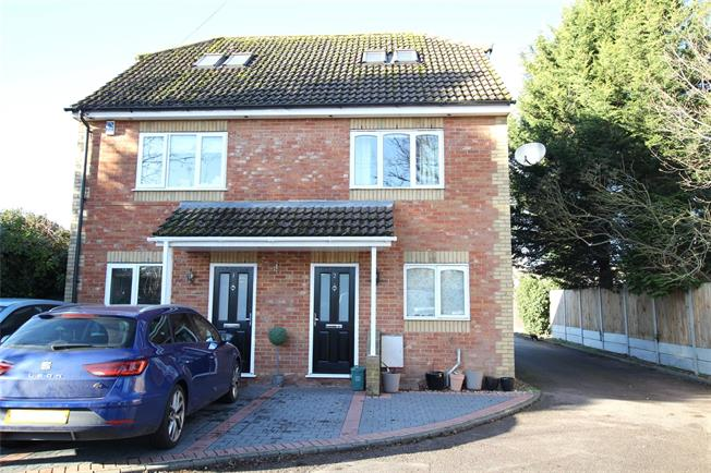 Guide Price £389,950, 3 Bedroom Semi Detached House For Sale in St. Albans, Hertfordshire, AL2