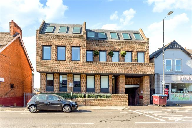 Guide Price £445,000, 2 Bedroom Flat For Sale in Hertfordshire, AL1