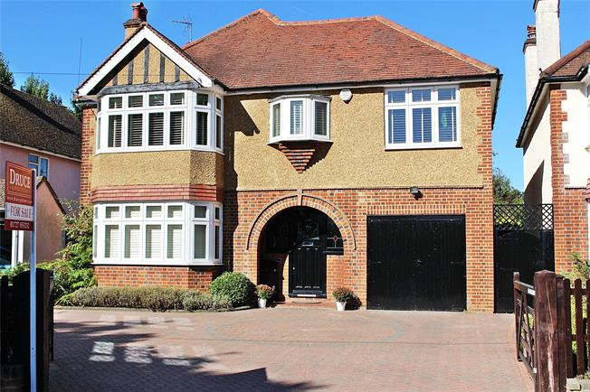 Guide Price £1,195,000, 4 Bedroom Detached House For Sale in St. Albans, AL3