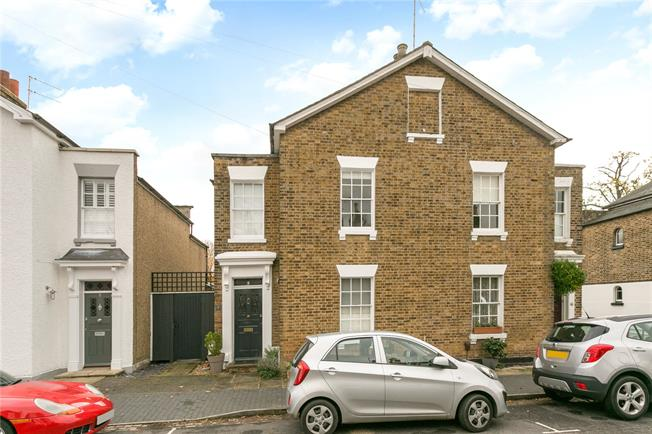 Guide Price £995,000, 3 Bedroom Semi Detached House For Sale in St. Albans, AL3