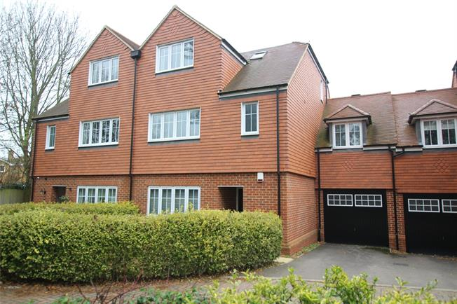 Guide Price £850,000, 5 Bedroom Semi Detached House For Sale in Kings Park, AL3