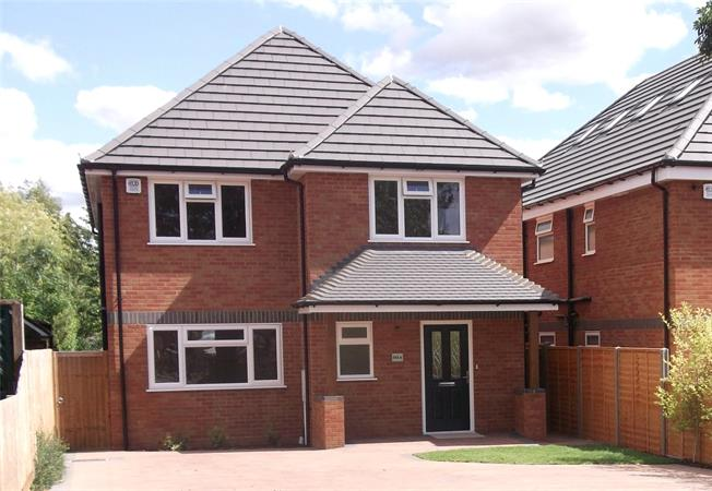 Guide Price £900,000, 4 Bedroom Detached House For Sale in St. Albans, AL2
