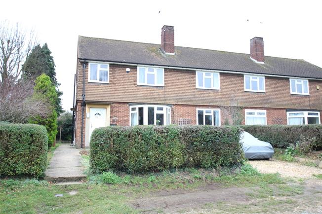 Guide Price £300,000, 2 Bedroom Flat For Sale in St. Albans, Hertfordshire, AL3