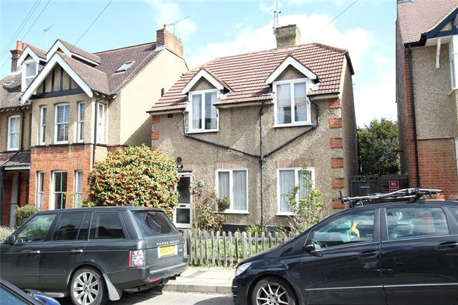Guide Price £750,000, 3 Bedroom Detached House For Sale in Hertfordshire, AL3