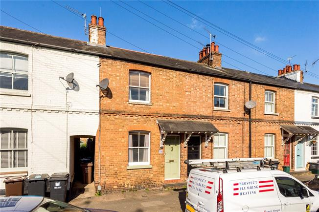 Guide Price £460,000, 2 Bedroom Terraced House For Sale in Hertfordshire, AL1