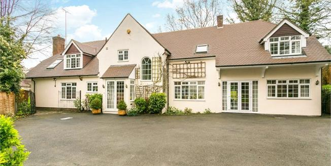 Guide Price £2,250,000, 5 Bedroom Detached House For Sale in Hertfordshire, WD7