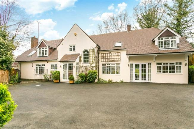 Guide Price £2,500,000, 5 Bedroom Detached House For Sale in Radlett, WD7