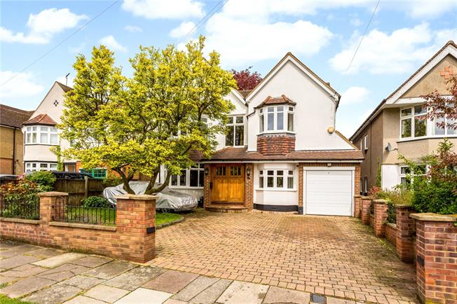 Guide Price £1,695,000, 5 Bedroom Detached House For Sale in Hertfordshire, AL3