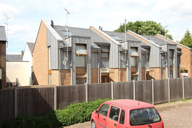 Guide Price £595,000, 2 Bedroom Mews House For Sale in St. Albans, AL3