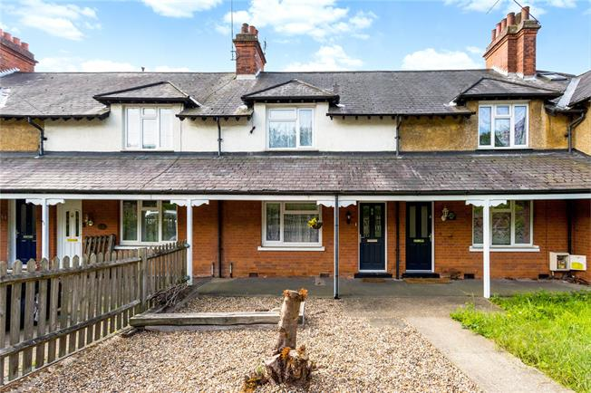 Guide Price £425,000, 2 Bedroom Terraced House For Sale in Hertfordshire, AL4