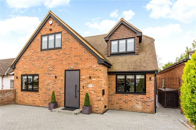 Guide Price £1,250,000, 5 Bedroom Detached House For Sale in Bricket Wood, AL2