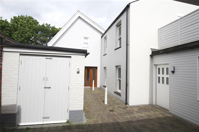 Guide Price £359,950, 2 Bedroom Flat For Sale in St. Albans, AL3