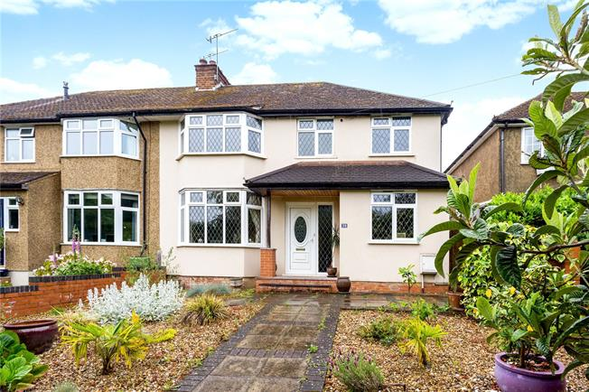 Guide Price £850,000, 4 Bedroom Semi Detached House For Sale in St. Albans, Hertfordshire, AL4