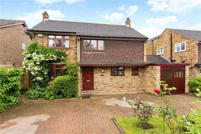 Guide Price £900,000, 4 Bedroom Detached House For Sale in St. Albans, AL3
