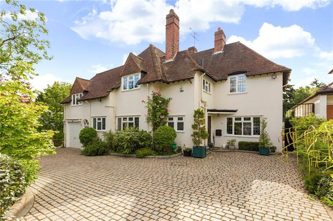 Guide Price £1,800,000, 4 Bedroom Detached House For Sale in Hertfordshire, WD7