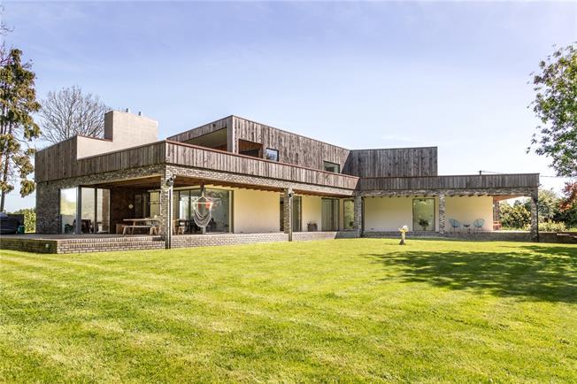Guide Price £1,650,000, 4 Bedroom Detached House For Sale in Hemel Hempstead, HP2