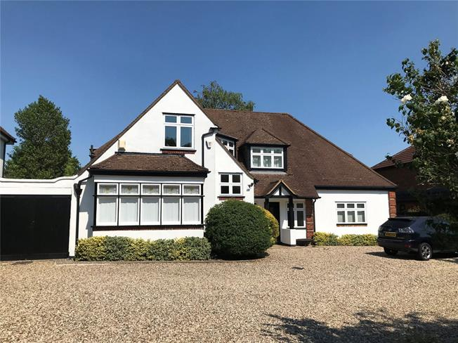 Guide Price £1,500,000, 4 Bedroom Detached House For Sale in St. Albans, AL1