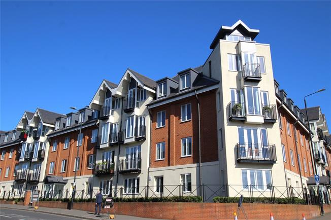 Guide Price £430,000, 2 Bedroom Flat For Sale in St. Albans, AL1