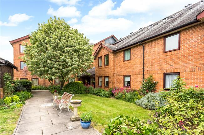 Guide Price £200,000, 1 Bedroom Flat For Sale in St. Albans, AL1