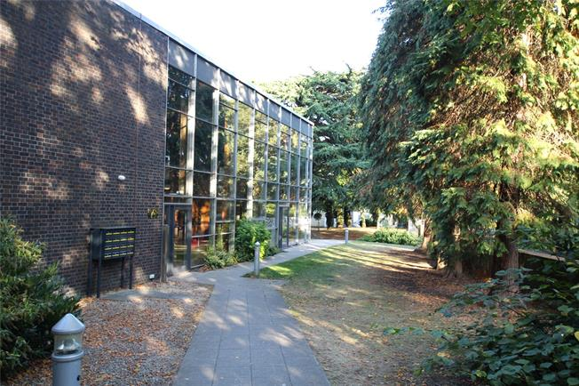 Guide Price £220,000, 1 Bedroom Flat For Sale in St. Albans, AL1