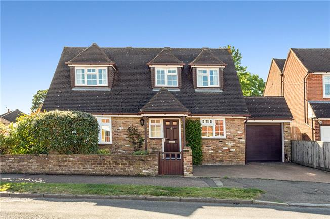 Guide Price £499,950, 2 Bedroom Detached House For Sale in Bricket Wood, AL2