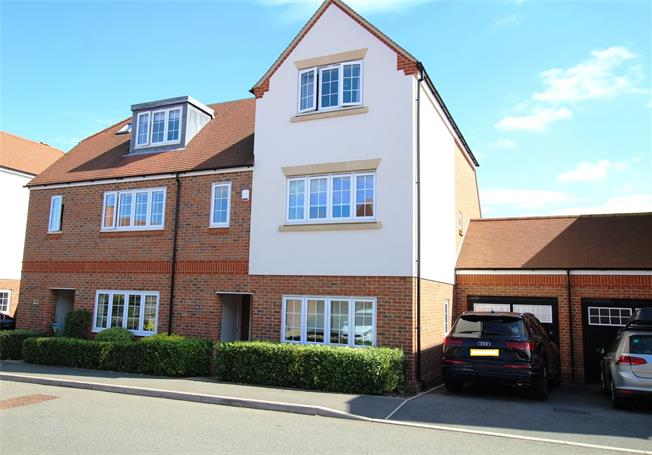 Guide Price £925,000, 4 Bedroom Semi Detached House For Sale in Kings Park, AL3