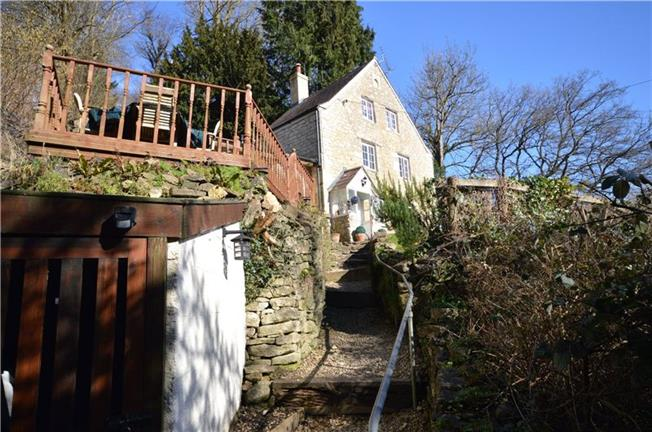 Guide Price £320,000, 3 Bedroom Detached House For Sale in Chalford, GL6