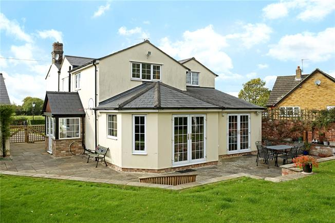 Guide Price £510,000, 5 Bedroom Detached House For Sale in Moreton Valence, GL2