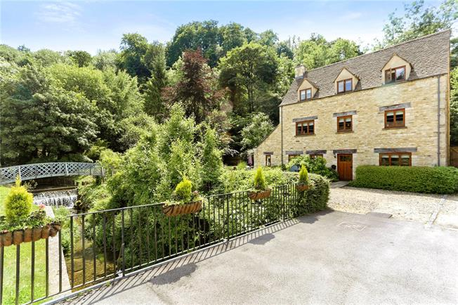 Guide Price £545,000, 4 Bedroom Detached House For Sale in Chalford, GL6
