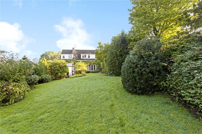 Asking Price £469,995, 4 Bedroom Detached House For Sale in Dursley, Gloucestershire, GL11