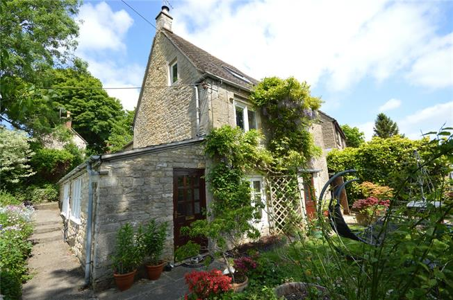 Guide Price £539,950, 4 Bedroom Detached House For Sale in Chalford Hill, GL6