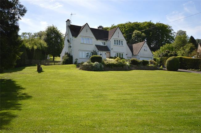 Asking Price £800,000, 4 Bedroom Detached House For Sale in Stroud, Gloucestershire, GL5