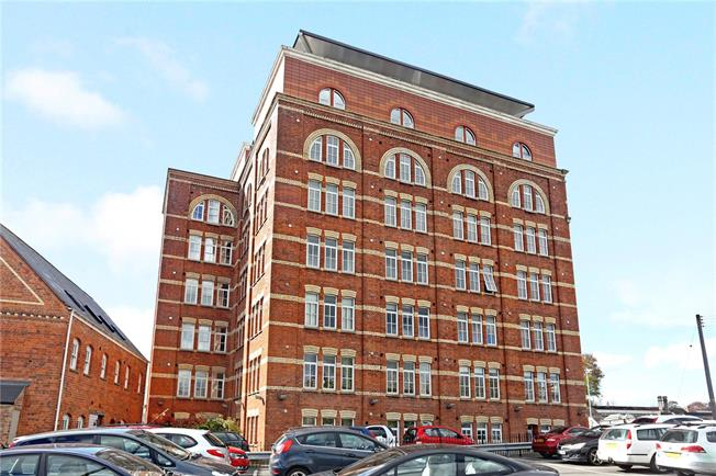Asking Price £182,000, 2 Bedroom Flat For Sale in Stroud, GL5