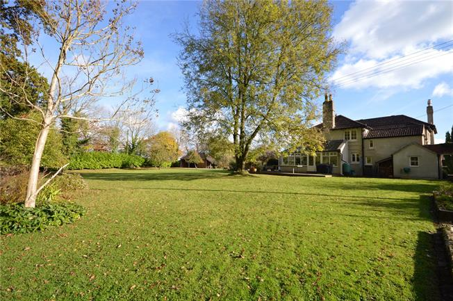 Guide Price £750,000, 4 Bedroom Detached House For Sale in Falfield, GL12