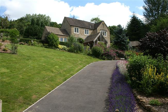 Guide Price £799,995, 4 Bedroom Detached House For Sale in Stroud, Gloucestershire, GL5