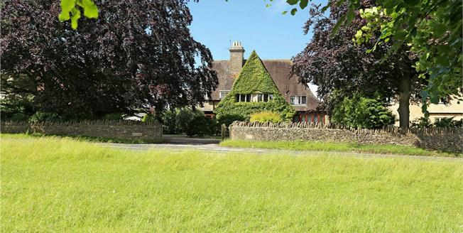 Guide Price £895,000, 5 Bedroom Detached House For Sale in Minchinhampton, GL6