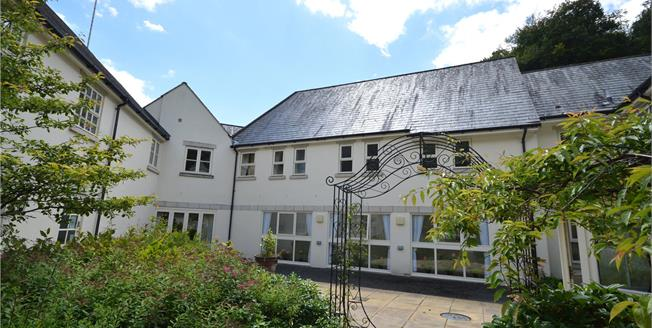 Asking Price £120,000, 1 Bedroom Flat For Sale in Stroud, Gloucestershire, GL5