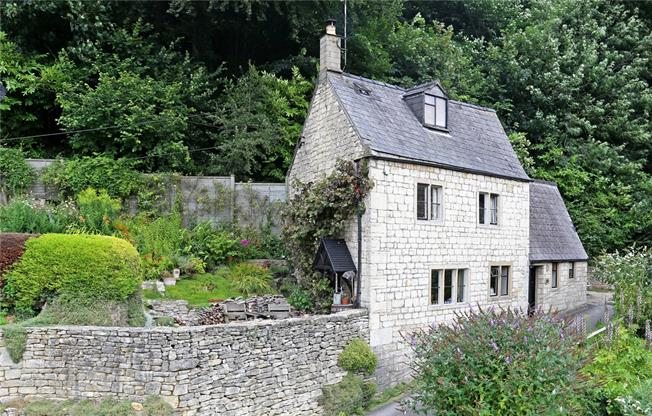 Guide Price £295,000, 2 Bedroom Detached House For Sale in Stroud, Gloucestershire, GL6