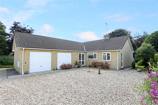 Asking Price £475,000, 3 Bedroom Bungalow For Sale in Eastcombe, GL6