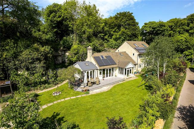 Guide Price £750,000, 5 Bedroom Detached House For Sale in Minchinhampton, GL6