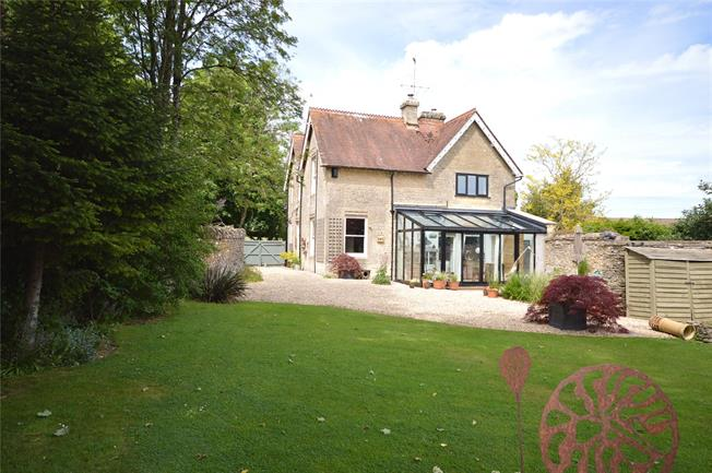Asking Price £650,000, 3 Bedroom Detached House For Sale in Stroud, Gloucestershire, GL6