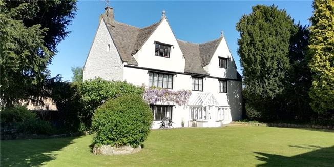 Guide Price £570,000, 5 Bedroom Detached House For Sale in Dursley, Gloucestershire, GL11