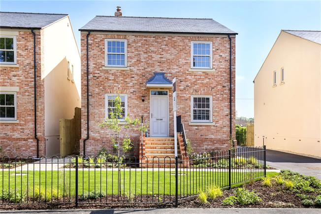 Guide Price £495,000, 4 Bedroom Detached House For Sale in Frampton on Severn, GL2