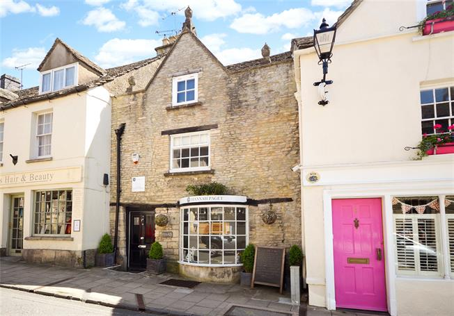 Guide Price £360,000, 3 Bedroom Terraced House For Sale in Minchinhampton, GL6