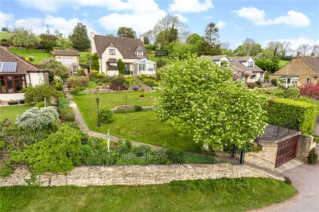 Guide Price £525,000, 3 Bedroom Detached House For Sale in Stroud, Glos, GL5
