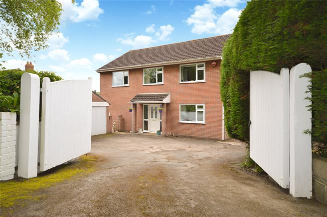 Guide Price £495,000, 4 Bedroom Detached House For Sale in Gloucestershire, GL5