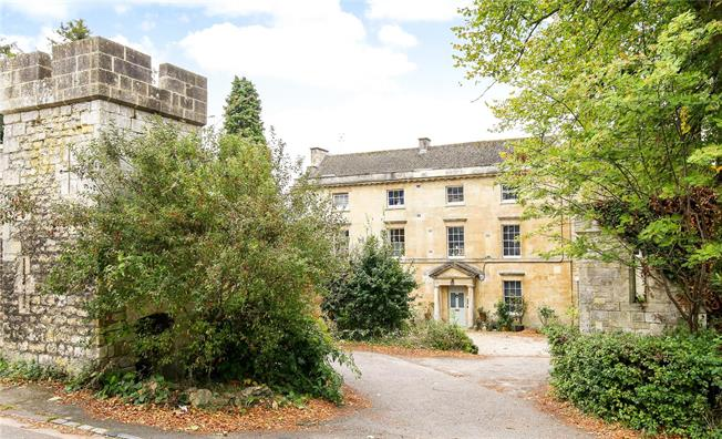 Guide Price £240,000, 2 Bedroom Flat For Sale in Stroud, GL5
